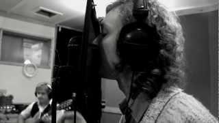 Смотреть клип Jukebox Trio - 14 Years Old