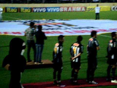 Hugo e Tiago Cantam Hino Nacional no jogo entre BRAGANTINOxSANTOS dia 19/03/2011