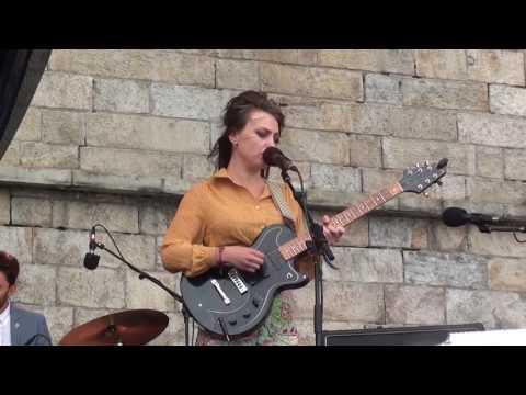 """Angel Olsen - """"Shut Up Kiss Me"""" (2017 Newport Folk Festival)"""