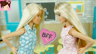 Teen Elsa and Rapunzel Daughters Forced to Work together - Doll Show Royal High Ep. 6