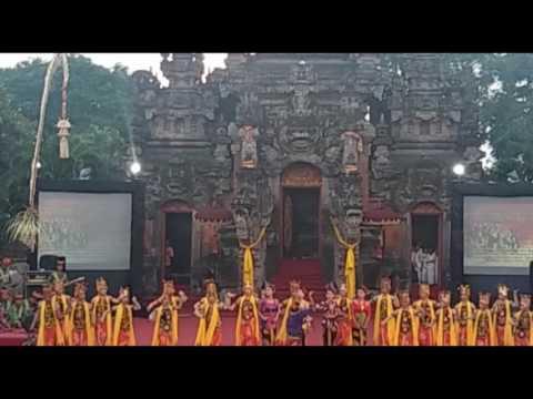Gandrung di ART CENTRE  Bali