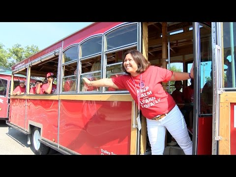 Lincoln-West School of Global Studies explores Cleveland aboard Lolly the Trolley