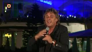 Zanger Rob van Daal stapt voor nieuwe clip op paard: 'Je moet er wat voor over hebben'