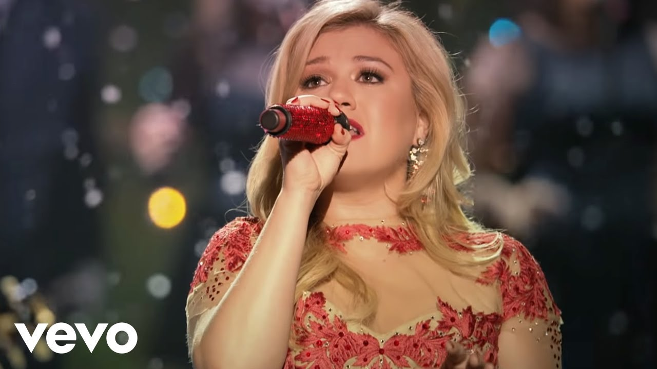 Kelly Clarkson - Underneath the Tree - YouTube
