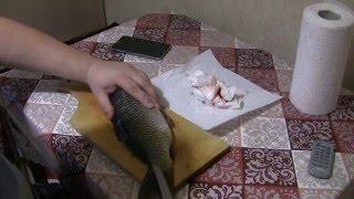 Как почистить рыбу в квартире и не испачкать кухню чешуей.