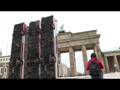 Berlin artwork depicts Syria's war barricades