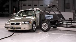 2005 Volvo S60 side IIHS crash test