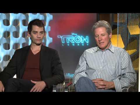 "TRON Legacy: Bruce Boxleitner ""Alan Bradley\Tron"" & James Frain ""Jarvis"" Exclusive Interview"