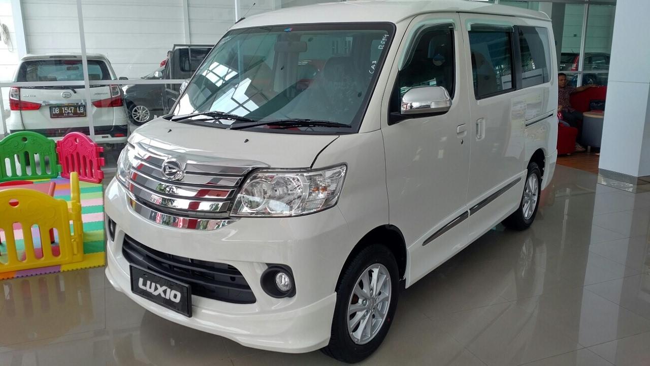 In Depth Tour Daihatsu Luxio X M/T Facelift - Indonesia ...
