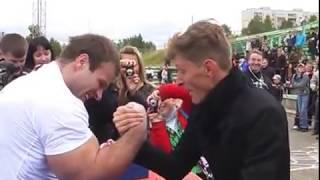 Цыпленков Денис армрестлинг проиграл Павлу Воле