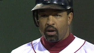 2004 ALCS Gm 4: Roberts sets up, scores tying run