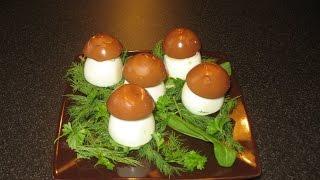 Фаршированные яйца. Салат из свеклы с орехами.