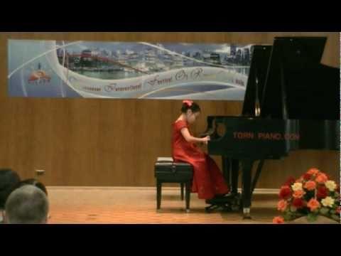 "5 years old Helen Yu, student of Dr. Tanya Shevtsova, plays ""October"" by Tchaikovsky"