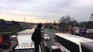 Camión bloquea la Ruta 5 Sur en Angostura.