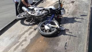 Motociclista queda grave después de accidente