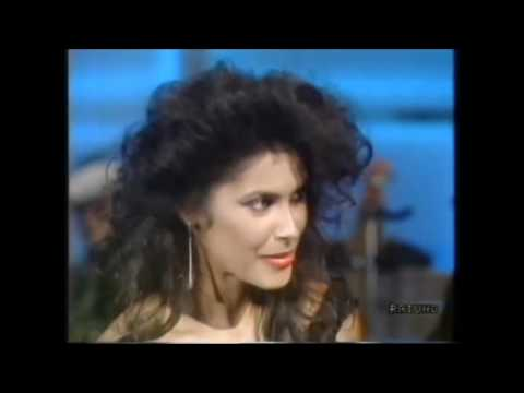 Denise Vanity Matthews -Faraway Eyes + sits with the band on Fantastico 8