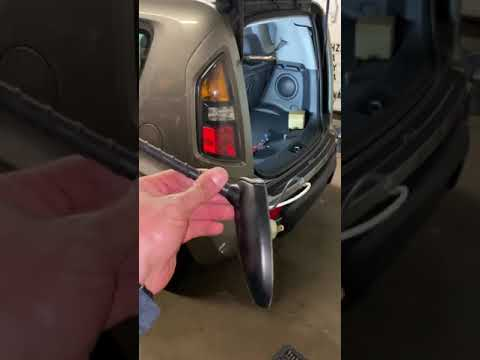 How to replace or remove the (radio) antenna on a Kia Soul 2010-2016