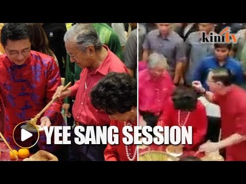 Guan Eng shares tips with Dr Mahathir during yee sang tossing