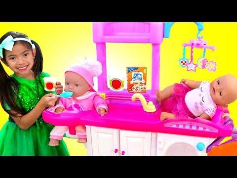 Emma Cuida Su Muñeca Bebé Con Nursery Playset Juguetes Para Niñas