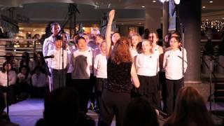 Les enfants de la CSMB chantent Noël sur des rythmes du monde