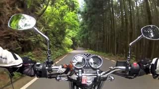 Moto Guzzi V7 Classic,  a green road in Japan (1)