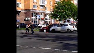 Таксист наказал подрезальщика!『Taxi Kiev Ukraine』
