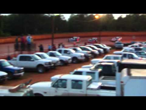 Crate Heat Race at Laurens County Speedway 6/1/13