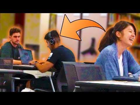 blasting-embarrassing-songs-in-the-library-prank!!