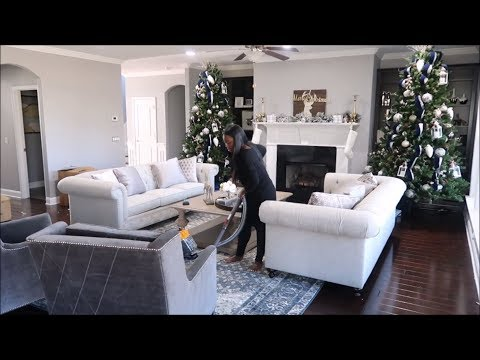 CLEAN & DECORATE WITH ME : MY LIVING ROOM CHRISTMAS DECOR 2017 (VLOGMAS 10/11)