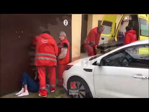 Медсестры вывозят больного и оставляют его на улице (Ужасы Сочи)