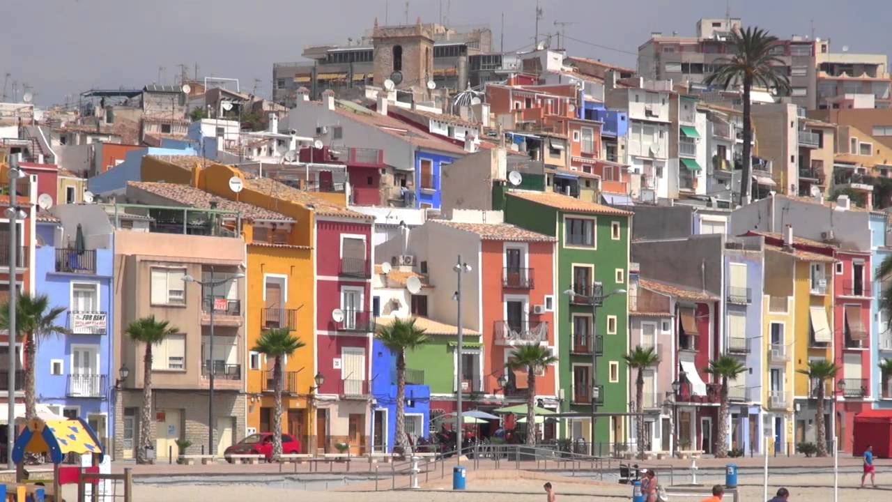Casas de colores en villajoyosa youtube for Colores para techos de casas