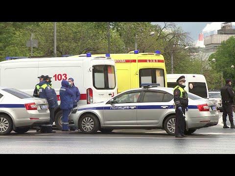 Мужчина захватил заложника в отделении банка в центре Москвы.