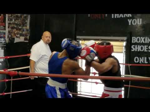 Jerry Bradford amateur boxing fight at Broadway boxing