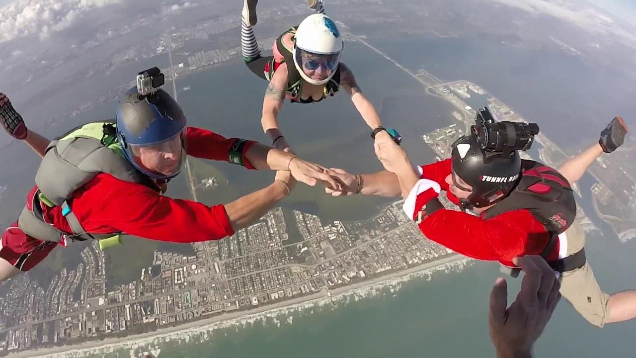 Skydiving Santas The Cocoa Beach Pier World Record Santa Jump Air Sports Parachute Team