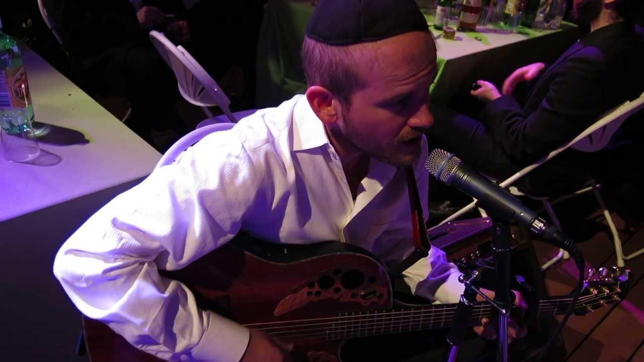 Eli Beer Performing at Ellush Spitzer Vach Nacht, Ve'Yihu Rachamechu