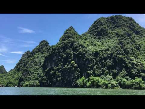 Ninh Binh, VIETNAM (Natinal Treasure)ニンビン(世界遺産)ベトナム洞窟や奇岩