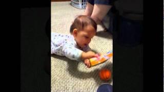 Brayden crawling - Brayden arrastrandose y gateando.