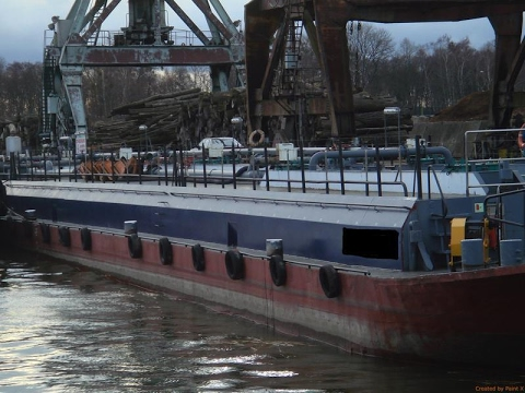 RIVER-GOING NON-PROPELLED OIL BARGE - 1338 DWT / BLT 1971 - USD 300,000