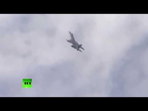 El primer vuelo del caza 'ovni' Sukhoi Su-35 impresiona París