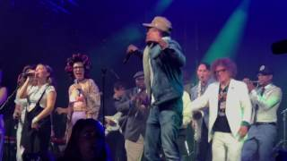 Bonnaroo SuperJam 2017 with Chance The Rapper - Hey Ya @ Manchester, TN 6-10-2017
