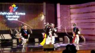 Video [FANCAM] 18.10.09 Vietnam-Korea FF~ Korea's Traditional dance download MP3, 3GP, MP4, WEBM, AVI, FLV Mei 2018