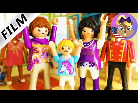 A Playmobil Story - MEAN TEACHER AT THE SAME HOTEL! HORROR VACATION FOR HANNAH Vacation Chaos 2