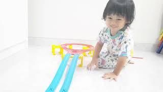 Merakit Rel Kereta Api Shinkanshen #3   Lagu Naik Kereta Api   How to build up Takara Tomy Plarail