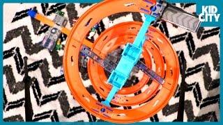 Dangerous Hot Wheels Spiral Challenge! with Spider-Man & More Superhero Hot Wheels Cars | KIDCITY