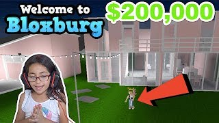 FAN BUILDS ME A HOUSE!! I GAVE HER $200,000 | BLOXBURG | ROBLOX | FAMBAM GAMING