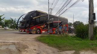 ขบวนรถบัส-4บัส-นำโดย-วงษ์วิชัย-ออกจากร้านรักษิณา-เพชรบุรี-แต่ละคัน-หล่อๆ