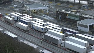 video: Dover chaos: 800 soldiers sent in to speed up Covid-19 testing for stuck lorry drivers