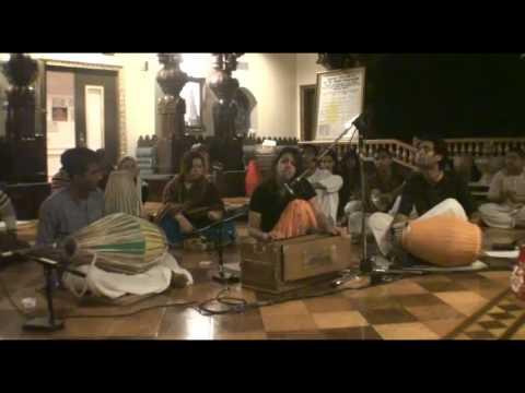 NY Eve Bhajan - Gopi Gita dasi - Hare Krishna - 16/21