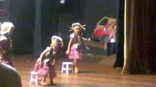 ALANNA -DANÇANDO TAMBORETE DE FORRÓ,FESTIVAL DA ESCOLA 2012