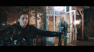 ابن أرنولد شوارزنيجر يقلد أحد مشاهد والده من فيلم Terminator 2